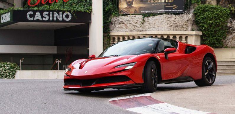 Ferrari SF90 Stradale (видео)