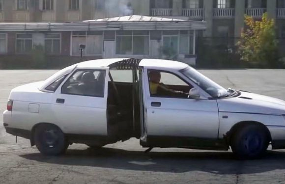 Lada пресечена на половина и споена со пружини (видео)