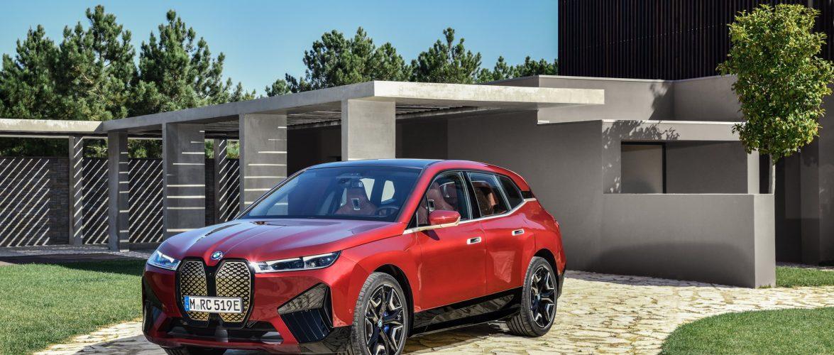 BMW iX: Електричен знаменосец на марката (6*видео)