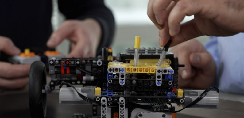 Со Lego коцкички до хибриден погон (видео)
